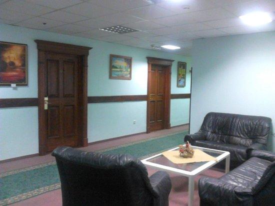 City Hotel Unio: типа гостиной  на 3 этаже (на диване ловит wi-fi)