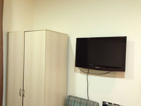 "Cromwell Crown Hotel: Armadio più 32"" samsung"