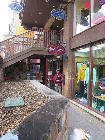 Loaded Joe's - Vail: Hidden away coffee shop