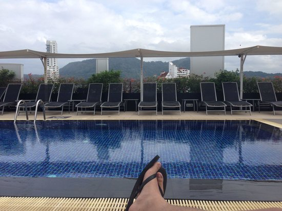 Ashlee Hub Hotel Patong: beautiful view patong from roodtop pool
