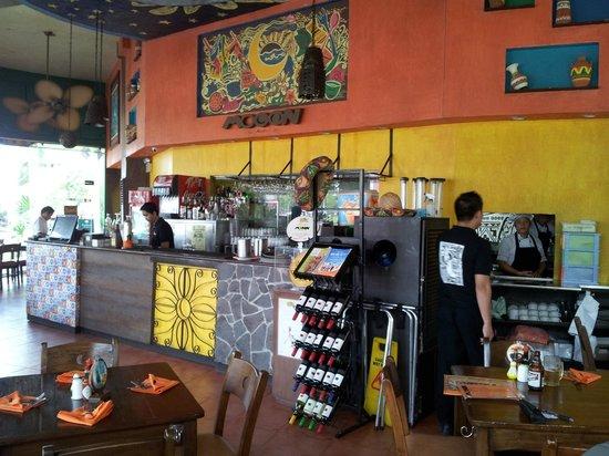 Mooon Cafe : Interior