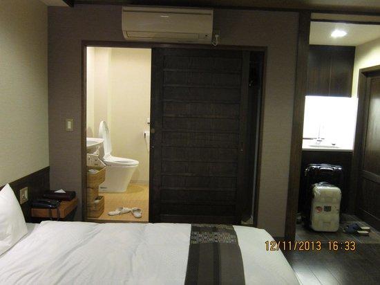 Kyomachiya Ryokan Sakura Honganji: View of the room from the window
