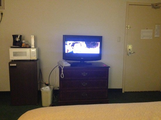 Econo Lodge Ponderosa: TV, microwave, fridge