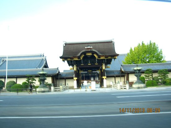 Kyomachiya Ryokan Sakura Honganji: Nishi Honganji temple, 2 minutes walk away