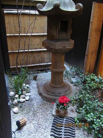 Kyomachiya Ryokan Sakura Honganji: Garden in the middle of the Ryokan