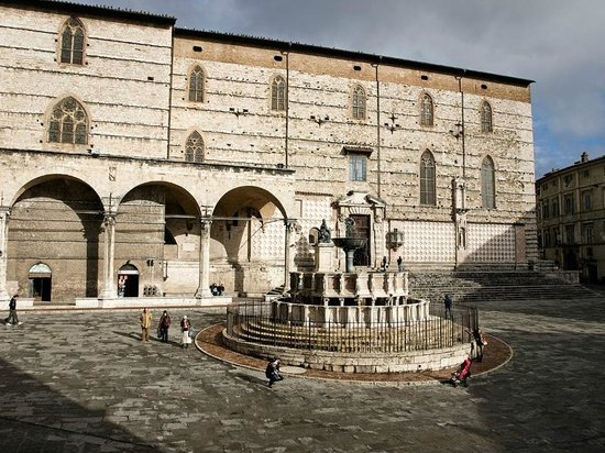 Old Town: Piazza iv novembre