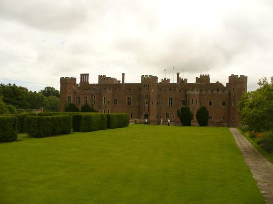 The Observatory Science Centre : The rear view of Hurstmonceux Castle