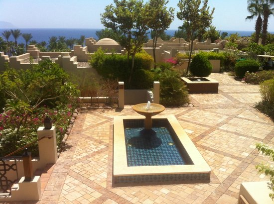 Four Seasons Resort Sharm El Sheikh: Fountain in front of our room