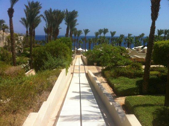 Four Seasons Resort Sharm El Sheikh: Tram