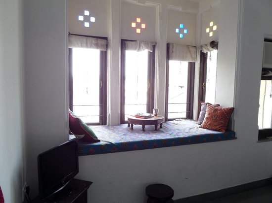 Jaiwana Haveli : Window seat in room 42