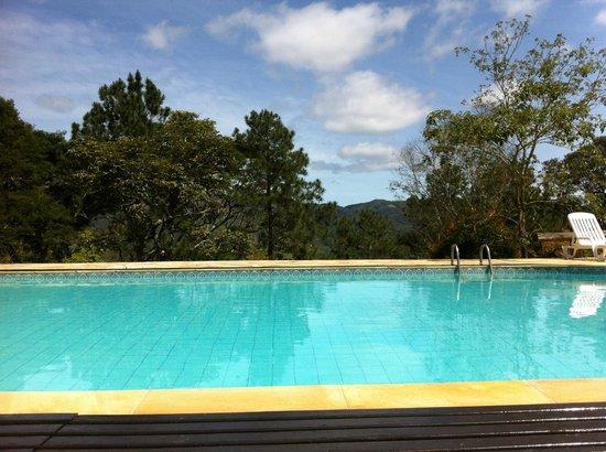 Auberge Suisse: A piscina...