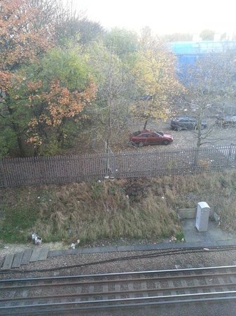 Premier Inn Southampton City Centre Hotel: Railway line view
