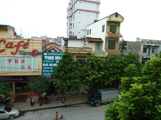 Ngoc Anh Hotel 2: across the street