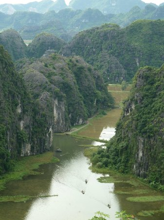 Ngoc Anh Hotel 2: View of Tam Coc atop Mua Cave