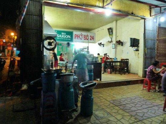 Ngoc Anh Hotel 2: Nearby Pho 24 a good food choice