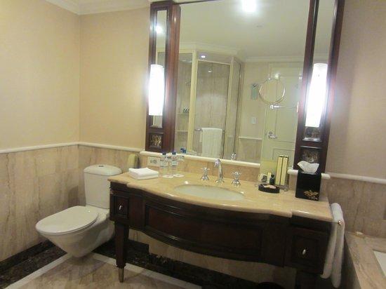 Shangri-La Hotel Sydney: bathroom vanity
