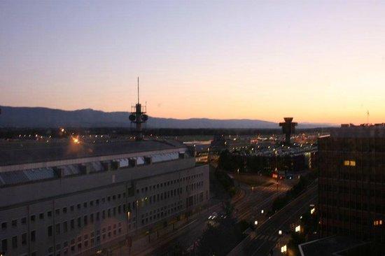 Movenpick Hotel & Casino Geneva: Vue chambre business