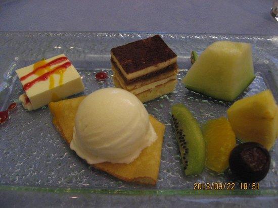 Aoyama Garden Resort Hotel Rosa Blanca: デザート