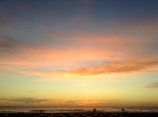 Trade Winds Motel: The beach at sundown