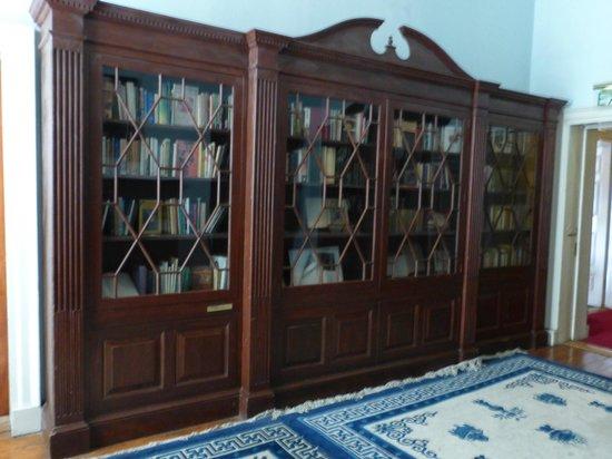 Dublin Writers Museum: Bookcase