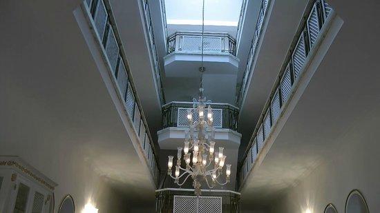 Tutav Adalya Hotel: Die oberen Etagen ( Speisesaal & Terasse)