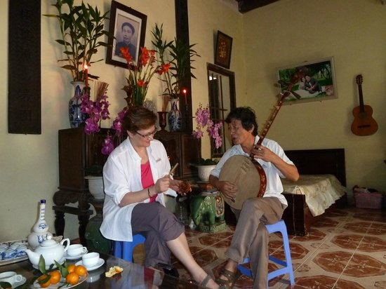 Custom Vietnam Travel Day Tours: Meeting the Local Rep in Tho Ha Village