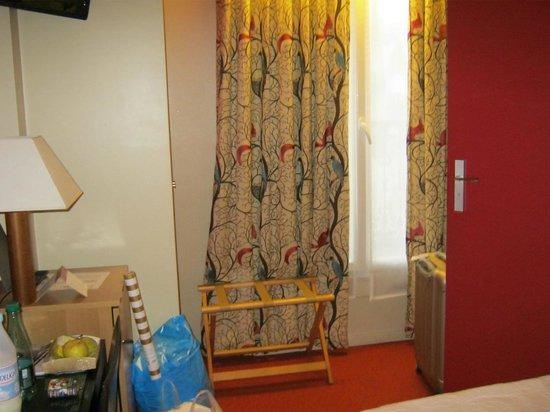 Etoile Park Hotel : vista de parte do quarto