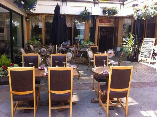 Our beautiful al fresco dining area picture of flynns for Beautiful dining area