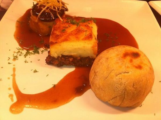 Flynns: Trio of winter warming pies with red wine gravy.