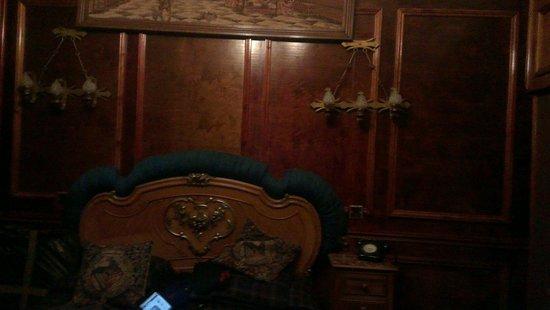 Pavilion Hotel: Bed head