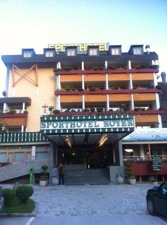 Sporthotel Royer: главный вход в отель