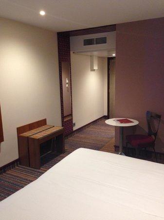 Hotel Lyon-ouest : room