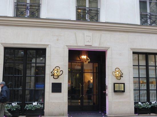 Hôtel Le Burgundy : Hotel Exterior