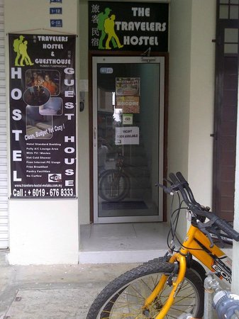 The Travelers Hostel & Guest House: Entrance