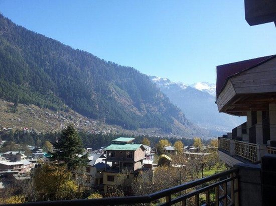Glacier Resorts: Another panoramic view from the balcony. ..