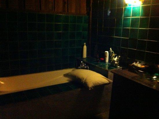 L'Hibiscus Spa: El baño de una de las salas de masajes