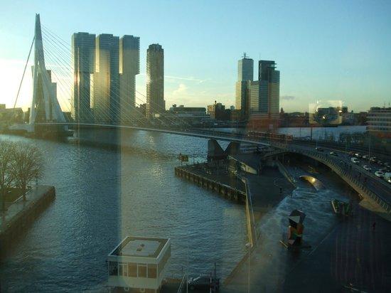 Inntel Hotels Rotterdam Centre: View over Erasmus Bridge