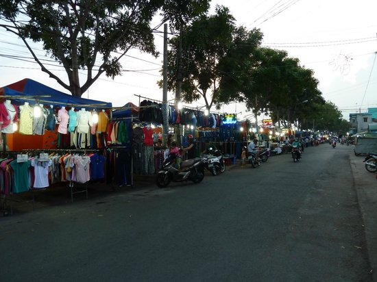 Oasis Hotel: night market