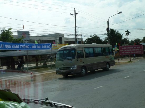 Oasis Hotel: Thinh Phat  (thin, fat?) bus