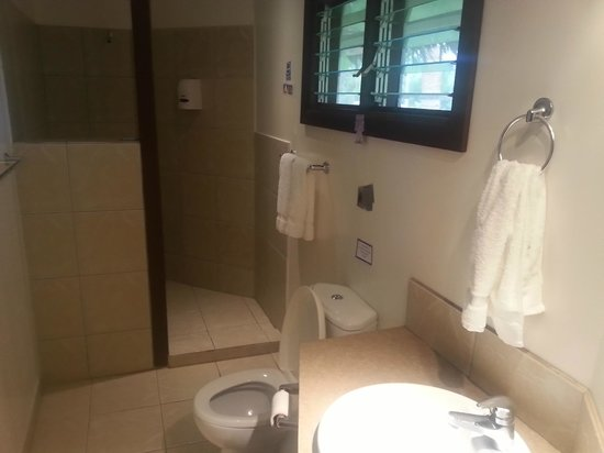 Le Vasa Resort: Oceanview fale No. 3 bathroom