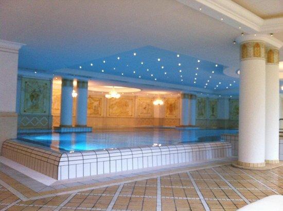 Loewen Hotel Montafon: indoor pool