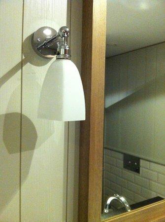 Loewen Hotel Montafon: bathroom details