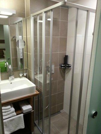 dusche mit regenbrause bild von hotel geno des bwgv stuttgart tripadvisor. Black Bedroom Furniture Sets. Home Design Ideas