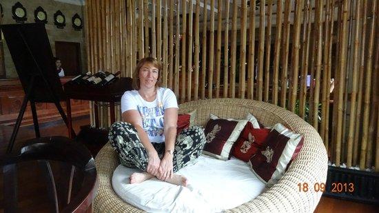 Apsara Holiday Hotel: В холле отеля.
