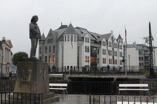 Tourist Information Office Alesund: Art Nouveau, es el estilo arquitectónico de la época de primeros del S.XX, famoso por sus torrec