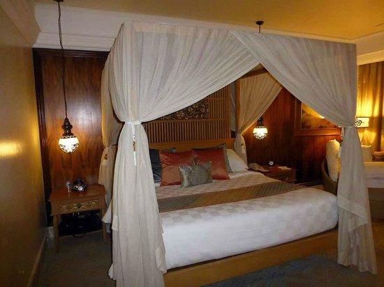 AYANA Resort and Spa: Zimmer 1419 mit Himmelbett