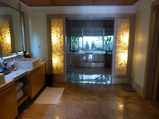 AYANA Resort and Spa: Bad in der Villa