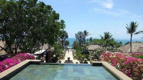 AYANA Resort and Spa: Blick von der Lobby aufs Meer