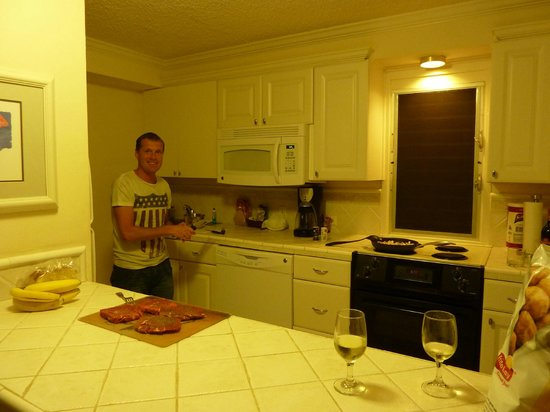 Maui Eldorado: Kitchen