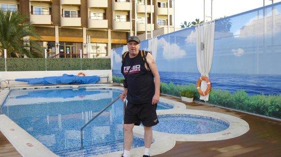 Riviera Beachotel: By the pool
